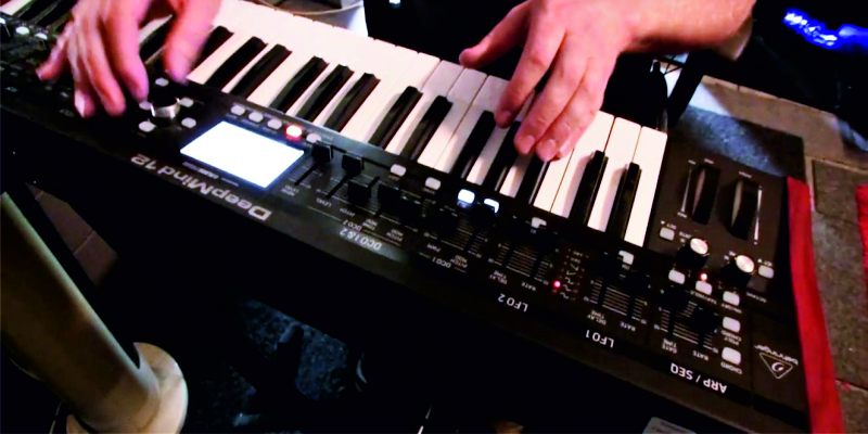 Behringer-deepmind-12- polyphonic synthesizer-02